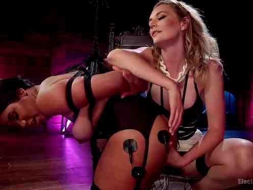 BDSM lesbians Mona Wales vs Jenna J Foxx