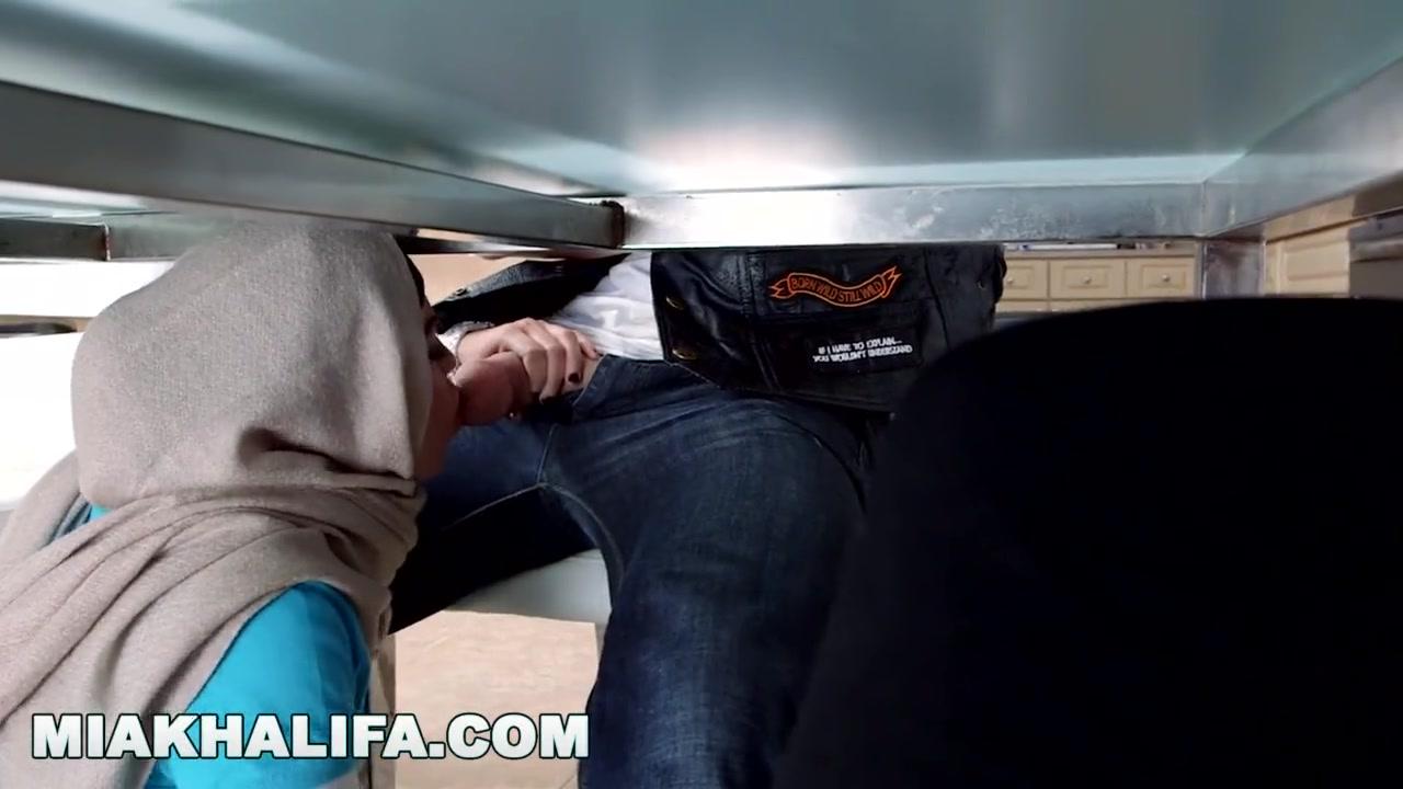 Mia Khalifa Threesome Mom